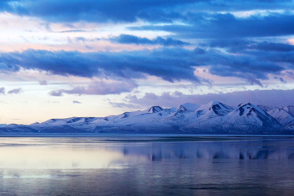 5-Day Lhasa City and Yamdrok Lake Private Tour. Lhasa Yamdrok lake in winter