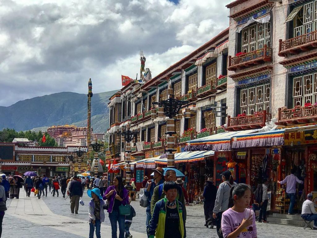8-Day Central Tibet and Namtso Lake Private Tour. Day 1_Barkhor Square2