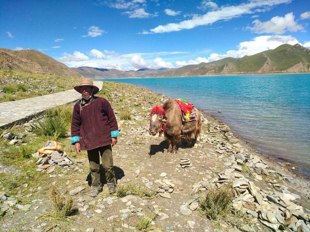 8-Day Lhasa to Everest Base Camp to Kathmandu Private Tour. Day 4_Yamdrok Lake