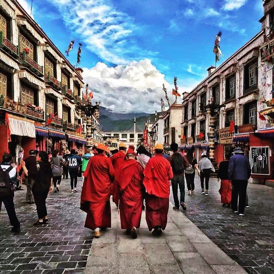 8 Days Lhasa to Everest Base Camp Group Tour. EBC Small Group Tour. Day 1_Barkhor Square