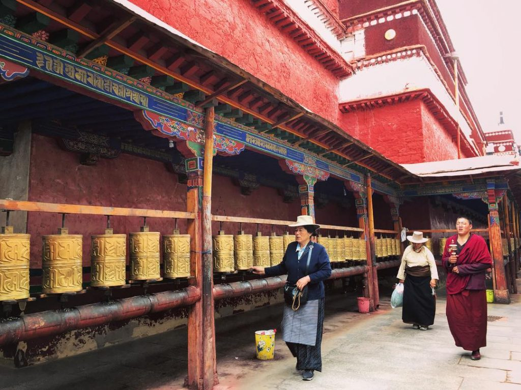Top tibetan monasteries and temples. Buddhist monasteries in Tibet. Ramoche temple
